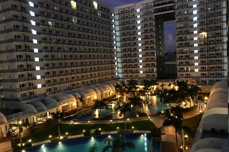 New fully-furnished 1BR w/ balcony in MOA Complex - Pasay