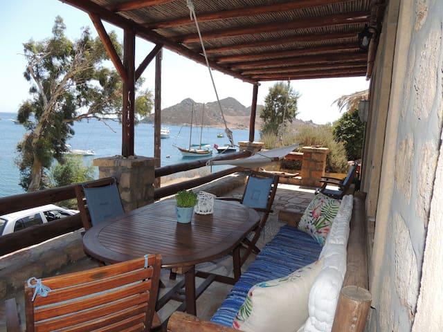 House for a family-Groikos Patmos