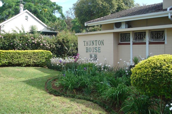 Taunton House Bed & Breakfast - Pietermaritzburg - Guesthouse