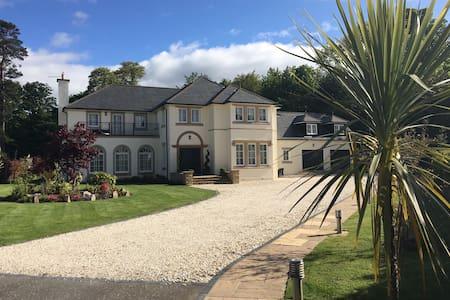 7* Luxurious, Mansion Villa, Dream Location - Renfrewshire