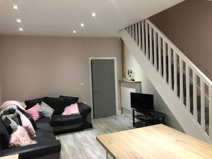 Single room to rent in newly-refurbished terrace