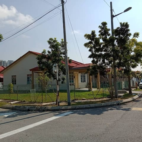 Cheap Room @ Cyberjaya - For Male Only