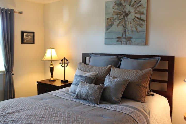 Sparkling Guest Quarters in a  Quiet Neighborhood