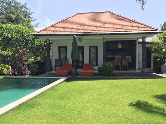 Blissful Villa at Seseh Beach - Badung - Rumah