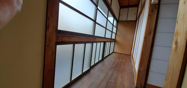 香川観光に好立地 琴平駅から徒歩2分 昭和レトロな古民家 完全貸切 駐車場付き ダイヤルロック