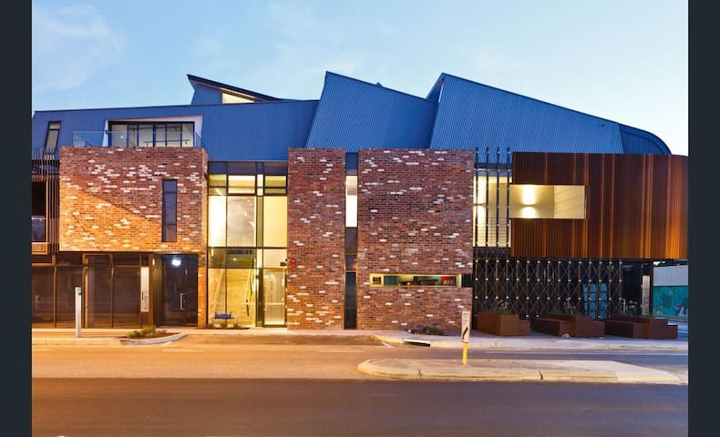 Architecturally designed apartment. - South Fremantle - Apartment