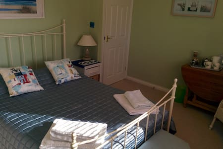 large double bedroom in family home. - Calne