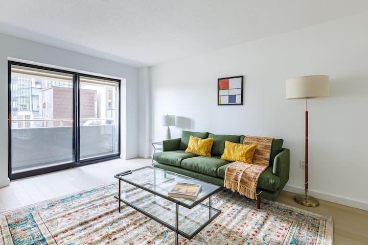 Airy 1BR in Downtown w/ Concierge Near Transit