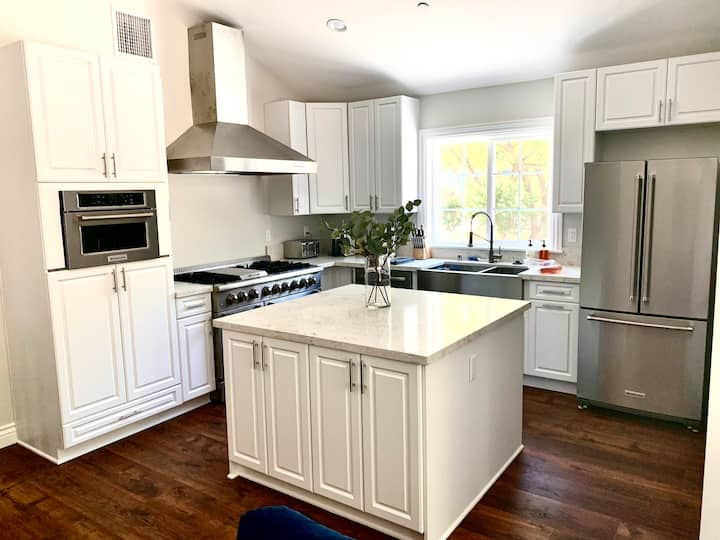 Full Kitchen Suite with VINEYARD VIEW!