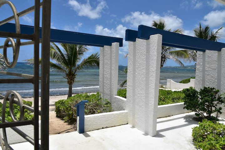 CARIBBEAN OASIS 2 Bdrm Condo-Completely renovated - Christiansted