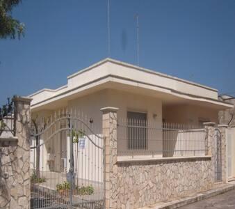 Villa GINA a 100 metri da lido Bahia Del sol - Torre Lapillo