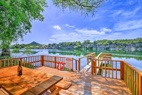 Waterfront Oasis w/ Dock + Kayaks on Lake Nueces!