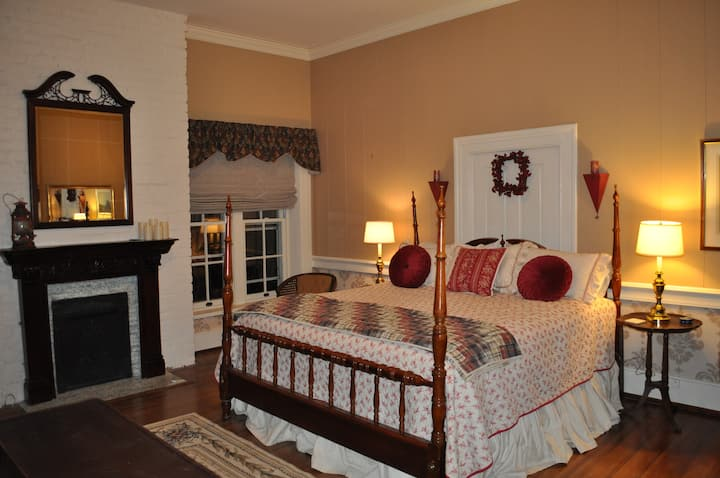 The Red Room at Heritage Hill Bed & Breakfast