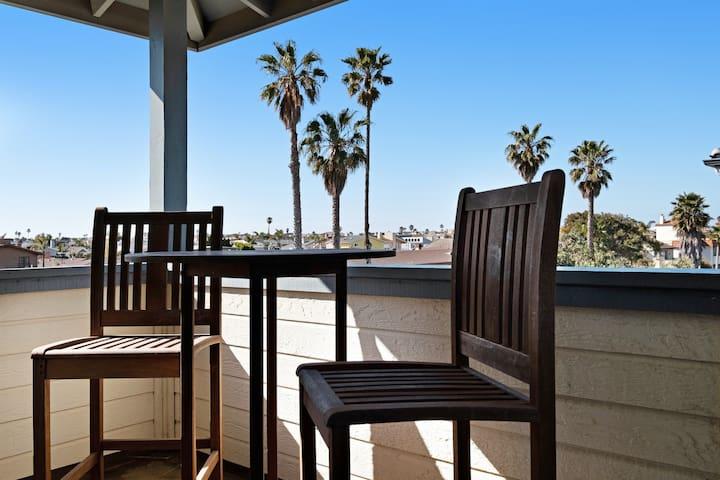 Family friendly condo w/ an enclosed yard & ocean views - walk to the beach!