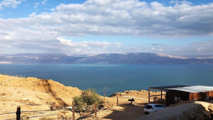 The cliff cabin at metzoke dragot - dead sea