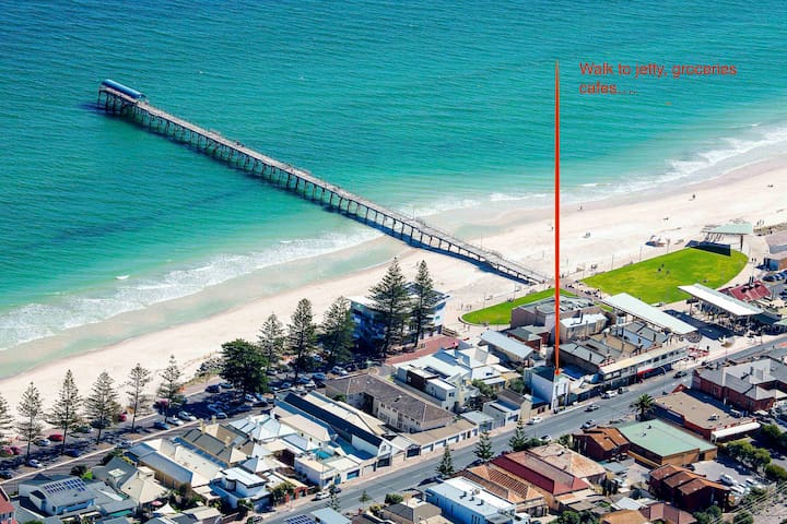 Beachside retreat. 2BR spacious loft Apt - Henley Beach - Apartemen