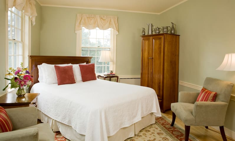 21 - Battell Room - Swift House Inn
