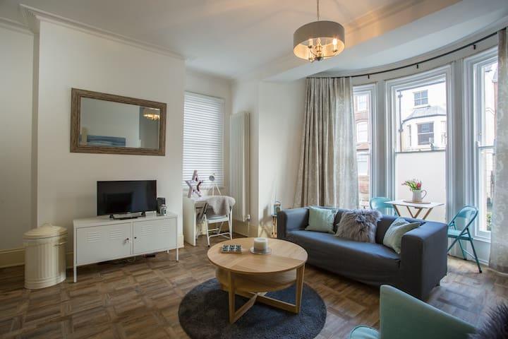 Stylish Apartment close to Gloucester Quays/Docks