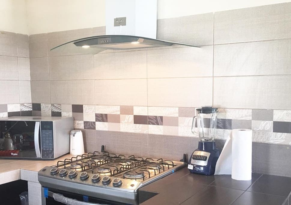 Área de cocina totalmente equipada