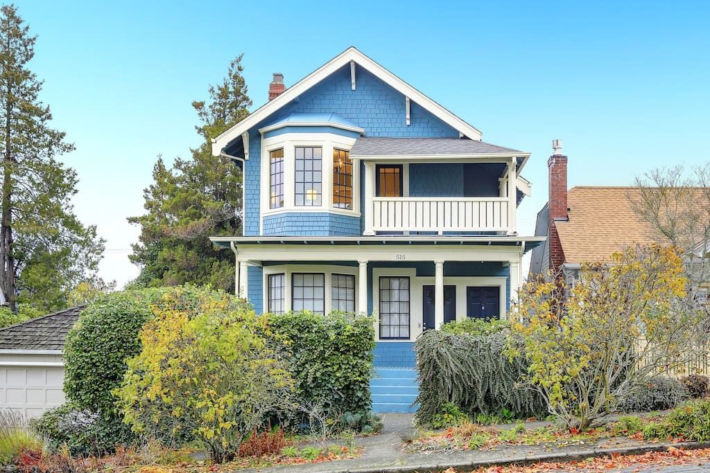 Charming 1900 Victorian located  on a prestigious street in the historic Stadium District of Tacoma