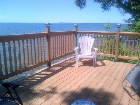 Couples Getaway with private lake access