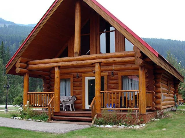 Authentic, Timber Log Cabin Perfect for Groups - Golden - Chalet