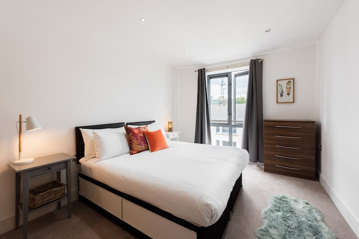 Large and cosy apartment in the centre of Ealing