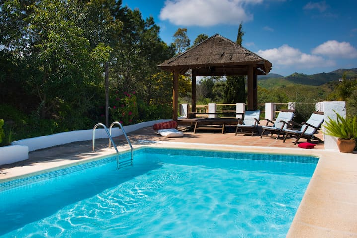 On April-May-June 215 pounds per nigh offert! - Almogía - Villa