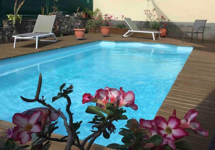 Logement indépendant avec piscine et grand jardin