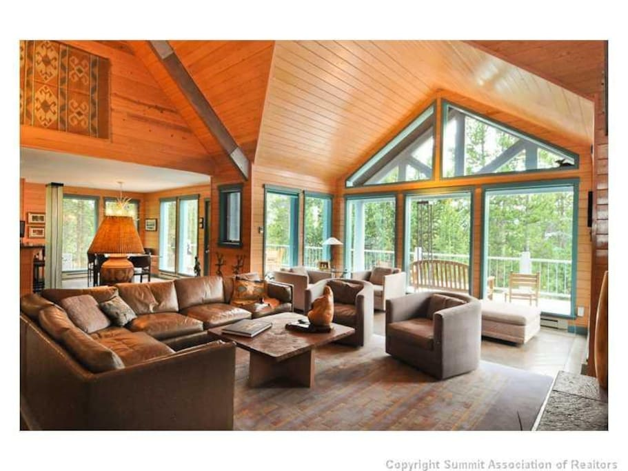 Forget Me Not Lane`s great room with vaulted ceilings and gorgeous mountain views.