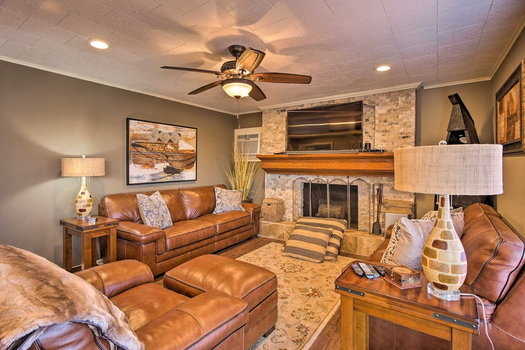 Boasting a gas fireplace, flat-screen Roku TV, and  room for 6, this home is ideal for fishing trips and family getaways.