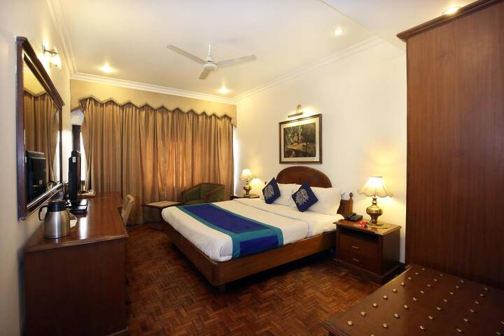 Luxury Room Hotel Kwality Regency