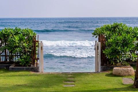 Private Luxus-Poolvilla am Strand von Samudra