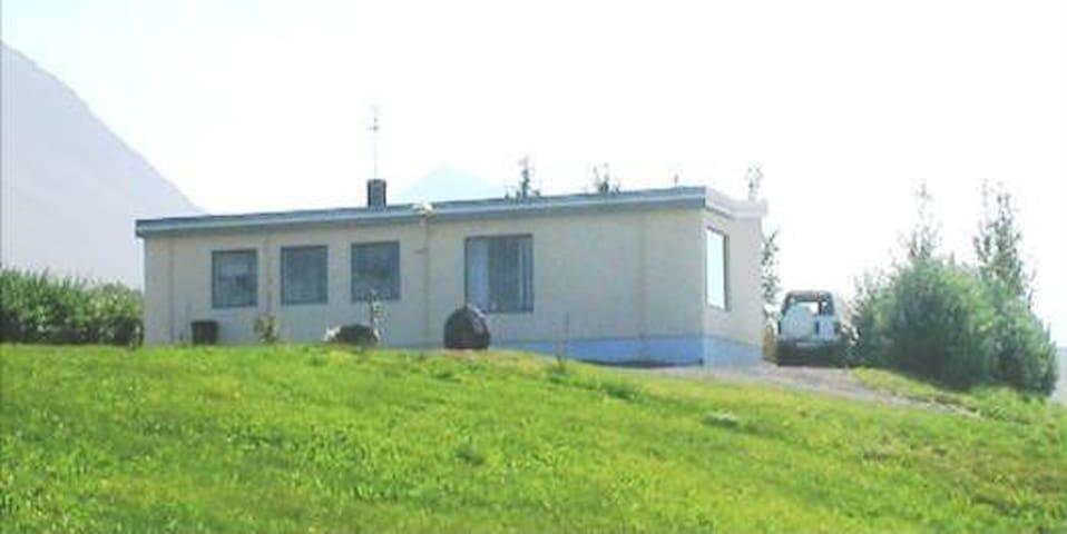 Hóll II Guesthouse