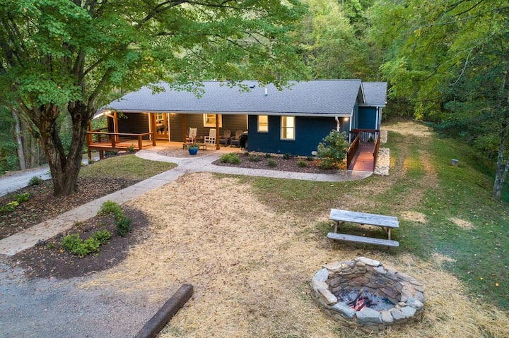 Misty Mountain - Spacious Luxury Home Near WCU and Tuckasegee River!