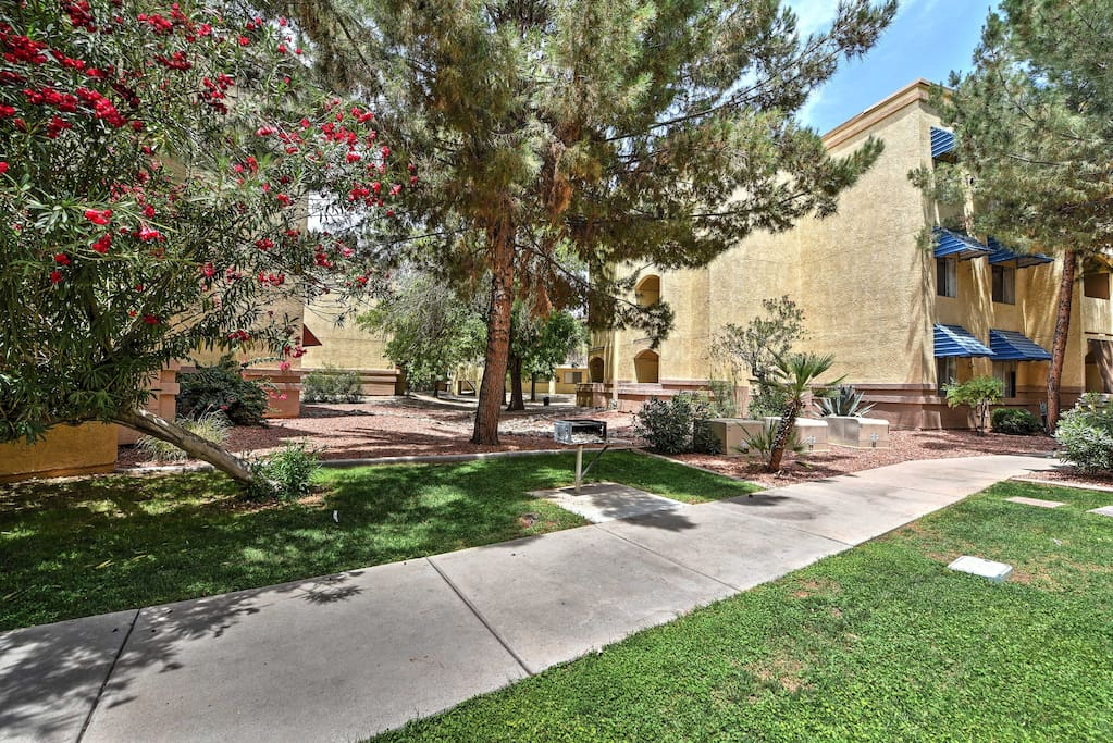 Enjoy staying at this resort-style condo with beautifully maintained grounds.