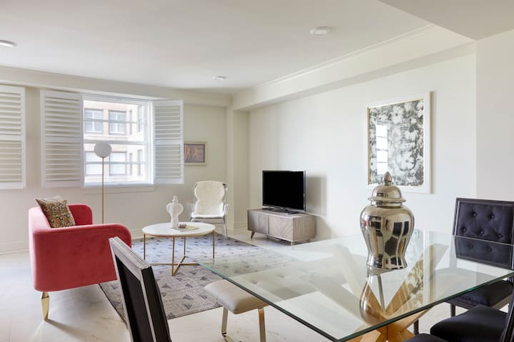 Sonder | Canal Street | Playful 2BR + Pool