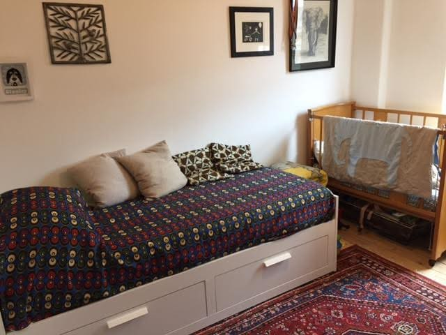 Double room with or without cot. - London - House
