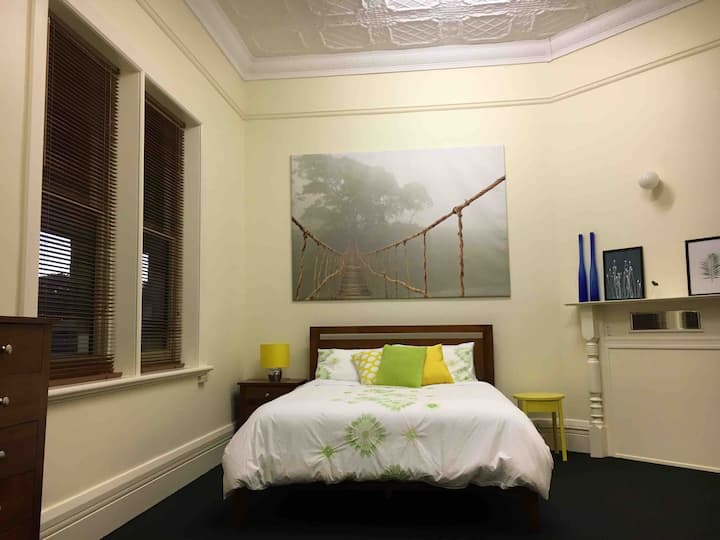 Belmont - 11 bedrooms, very central, sleeps 22