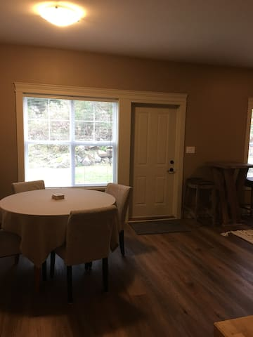 Private 2 bdrm suite on Beautiful Bear Mountain.