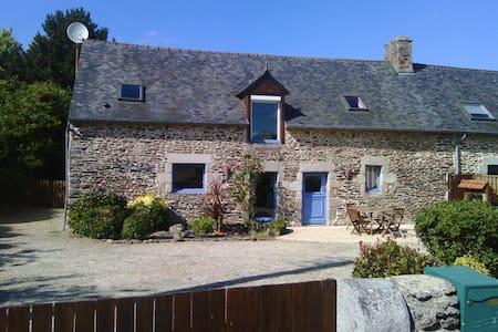 Longère bretonne, campagne proche mer - Saint-Donan - Huis