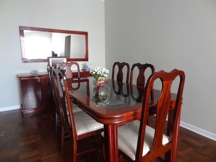Mesa de jantar - 6 lugares. Foto 1
