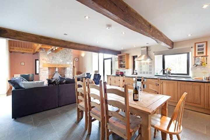 SECLUDED 5* Self Catering Barn (Nantifan Barn)