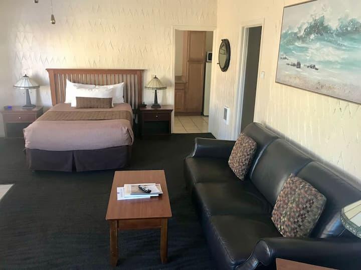 Standard Queen Room (#136)
