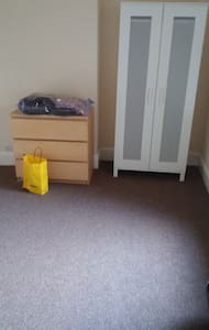 Nice place for girls only - Loughborough - Rumah