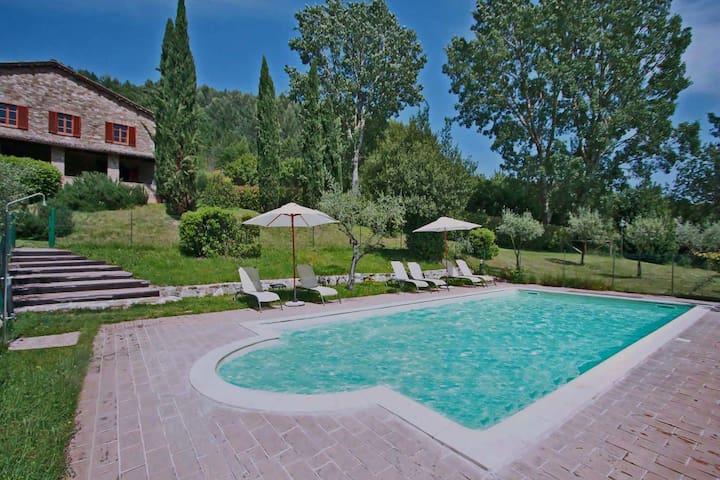 Villa moderna ad Assisi con piscina privata