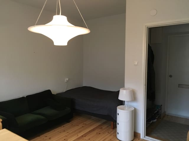 Nice and simple little studio - Helsinki - Wohnung