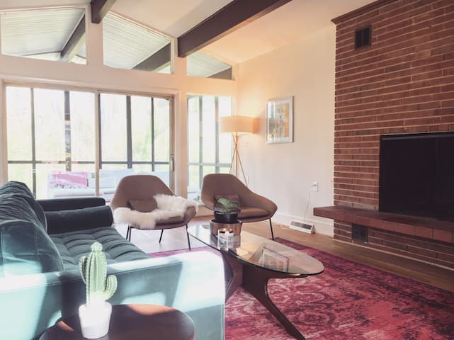 Mid Century Modern Home  - Two Spacious Bedrooms - Charlotte - Dom