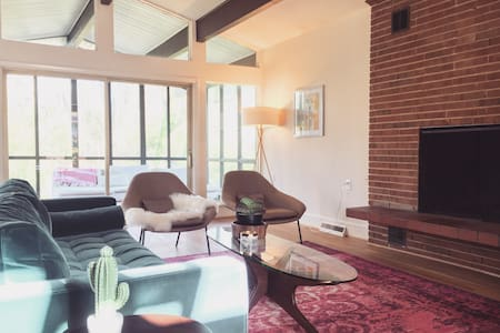 Mid Century Modern Home  - Two Spacious Bedrooms - Charlotte - Hus