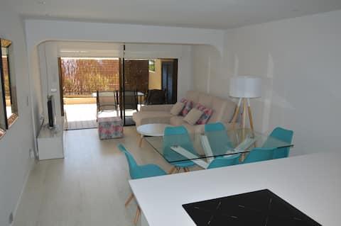 Moderno adosado con piscina y solarium